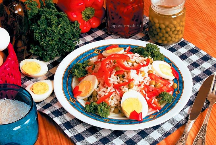 Салат с зеленым горошком и рисом