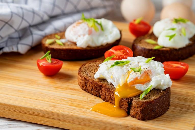 Яйца-пашот для своей семьи на завтрак